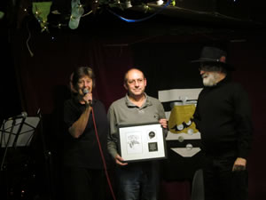Terry Pratchett presenting an award to The Bear pub