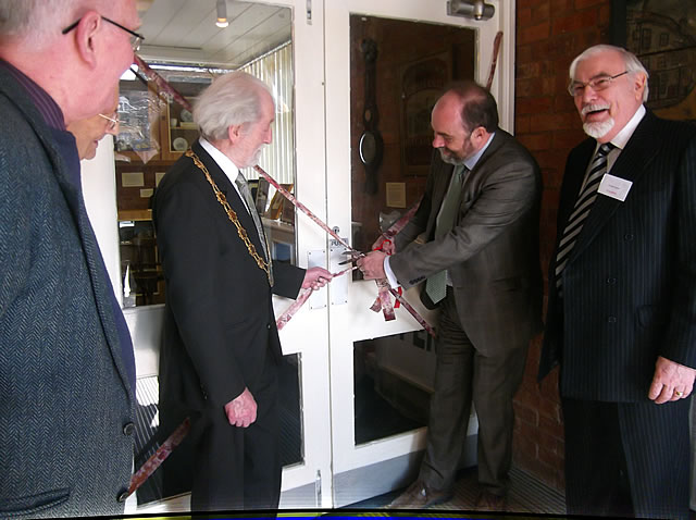 David Heath MP cuts the ribbon