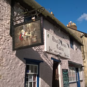 Uncle Tom's New Sign References Discworld's Most Famous Pub