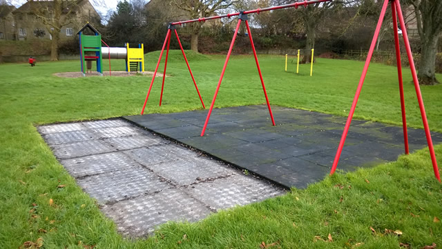 Safety mats stolen from the swings in the Cale Park play area