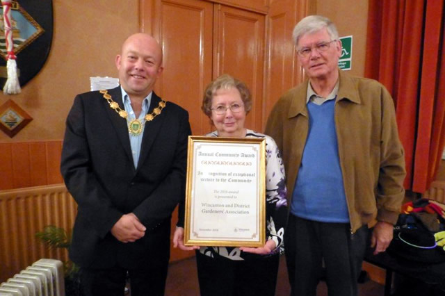 Wincanton & District Gardeners Association receiving Wincanton Town Council's Annual Community Award for 2016