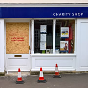 Thugs raided a Wincanton charity shop early Sunday morning