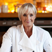 Charlton Horethorne welcomes TV chef Lesley Waters