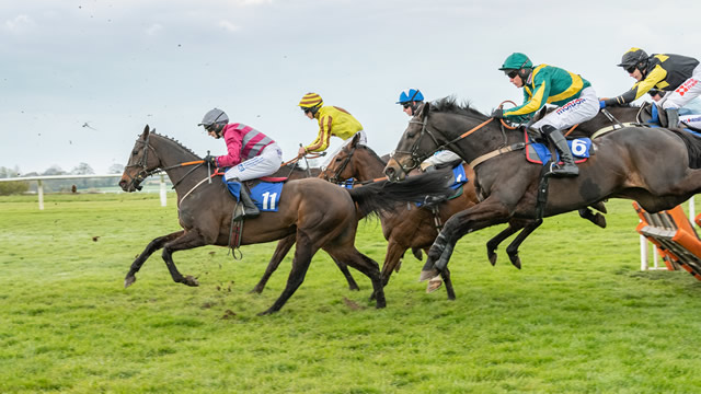 Racing returns to Wincanton Racecourse this October