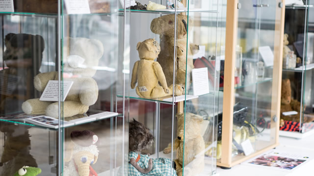 Antique teddy bears and dolls at the Greening the Earth gallery in Wincanton