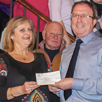 The Pilgrim Singers raise £1000 for the CAT Bus